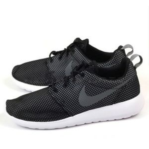 Nike Roshe One Dots Lifestyle Running Mens Shoes